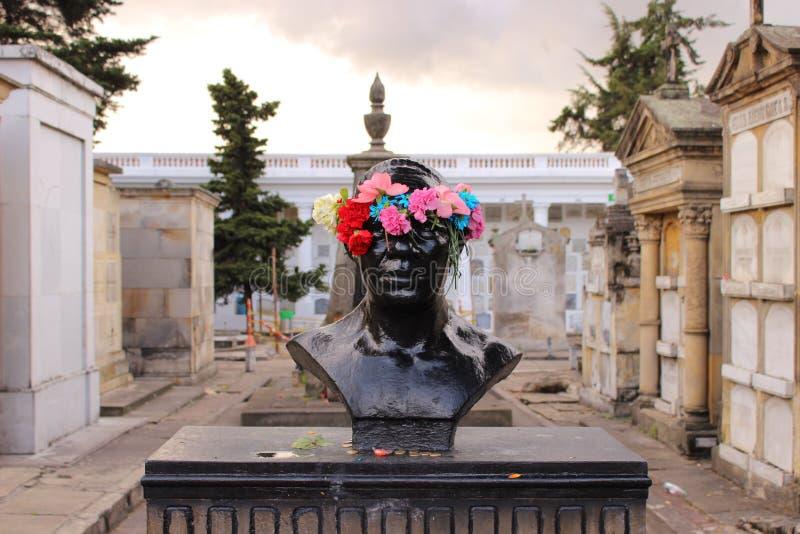 在Bogotà ¡中央坟园的一个坟茔 免版税库存图片
