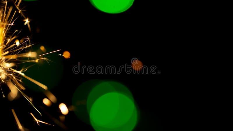 在bokeh背景的燃烧的闪烁发光物从诗歌选光  免版税图库摄影