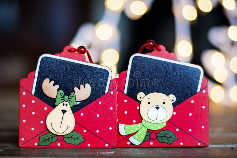 在bokeh背景的红色圣诞节贺卡 免版税库存图片