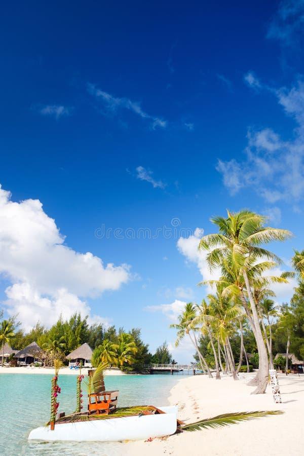 在Bora Bora的理想的海滩 免版税库存照片