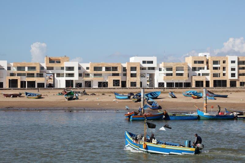 在Bouregreg小游艇船坞的新的大厦在拉巴特 免版税库存图片