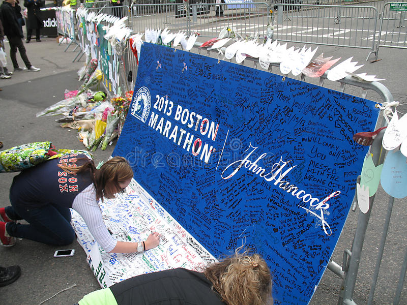 在Boylston街的波士顿马拉松轰炸的纪念品 免版税库存照片