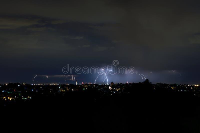 在Brianza和米兰意大利的闪电 库存图片