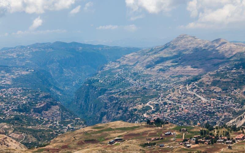 在Bsharri镇的看法Qadisha谷的在黎巴嫩 免版税图库摄影