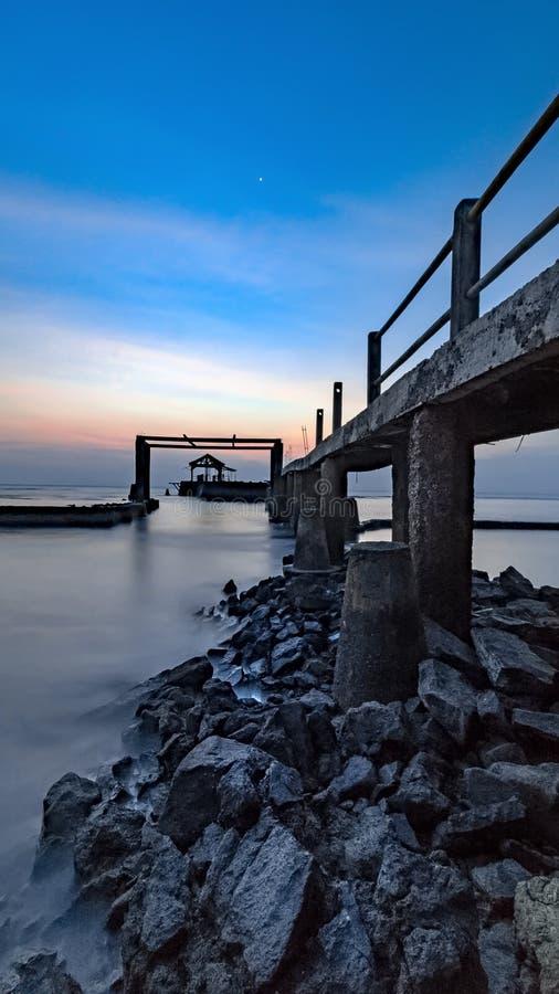 在bulakan海滩anyer的桥梁 免版税库存照片