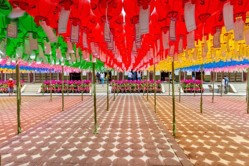 在Bulguksa寺庙的五颜六色的灯笼 免版税图库摄影