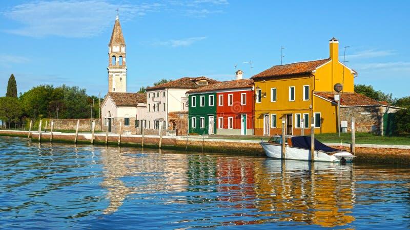 在Burano海岛,威尼斯,意大利上的运河 免版税库存图片