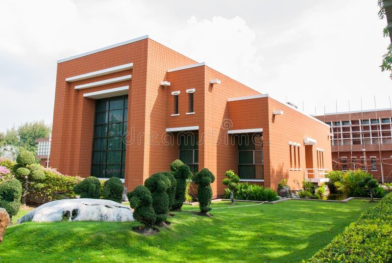 在Burapha大学的砖瓦房 免版税图库摄影