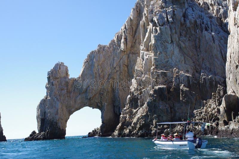 在Cabo圣卢卡斯曲拱的Turists  库存照片