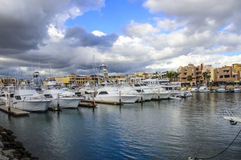 在CABO圣卢卡斯码头的小船 图库摄影