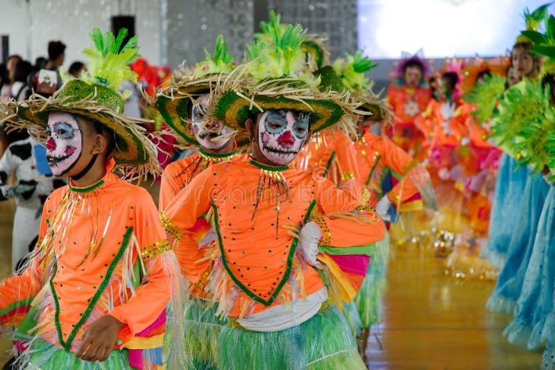 在Calauan邦芽节日的儿童跳舞2017年 免版税库存照片