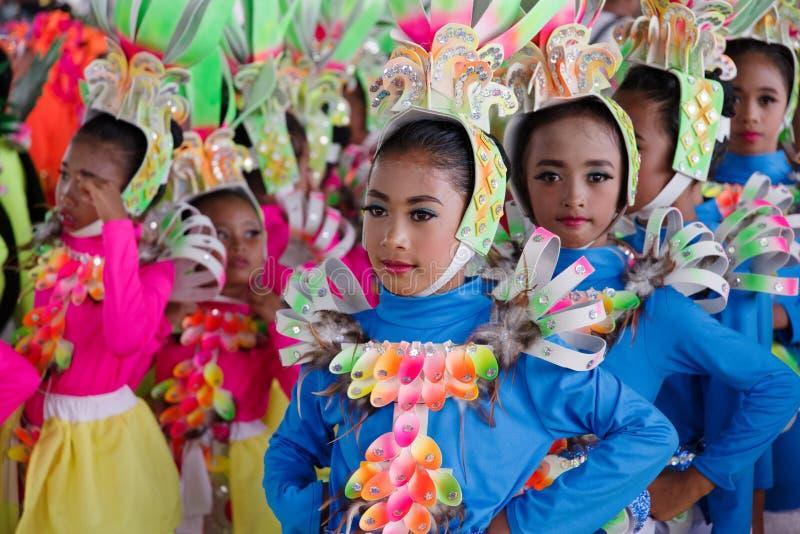 在Calauan邦芽节日的儿童跳舞2017年 图库摄影