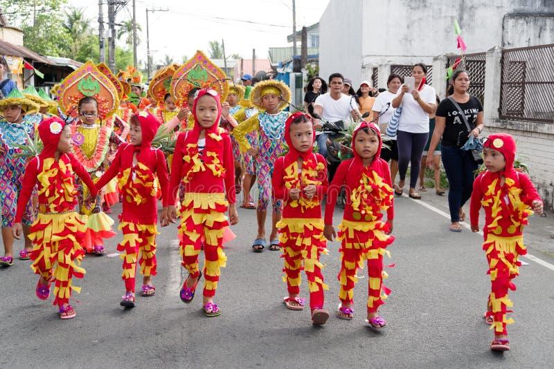 在Calauan邦芽节日的儿童跳舞2017年 库存图片