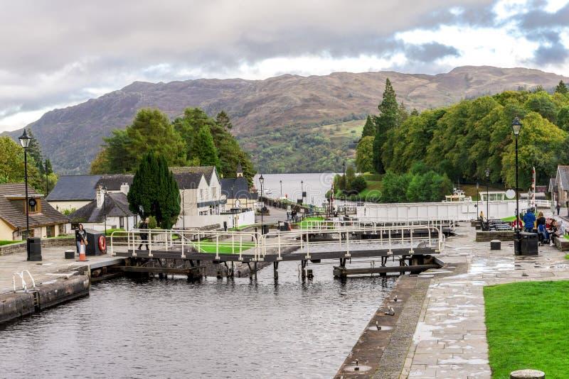 在Caledonean运河的一系列的锁在堡垒奥古斯都,苏格兰 免版税库存照片