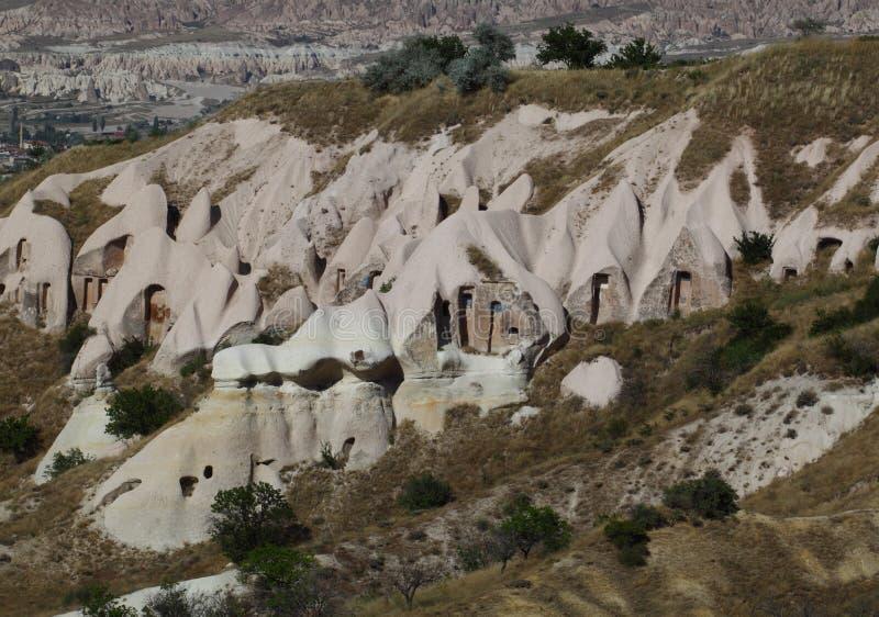 在cappadocia的洞小山 免版税库存照片