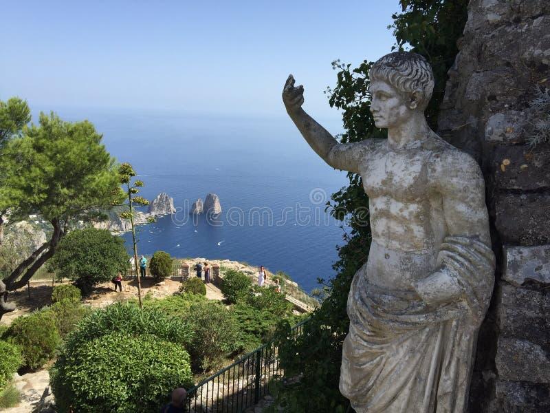 在capri海岛上的雕象 免版税库存图片