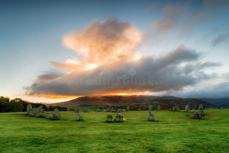 在Castlerigg石头圈子的剧烈的日出 库存图片