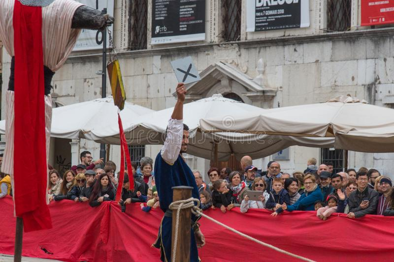 在Caterina Cornaro的庆祝的传统骑士比赛来临到城市,中世纪节日在布雷西亚,伦巴第, 库存图片