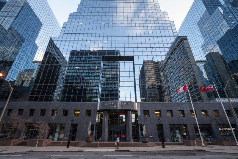 在CBD的宪法广场入口在渥太华地平线、塔和摩天大楼的大厦附近办公室空间的 图库摄影