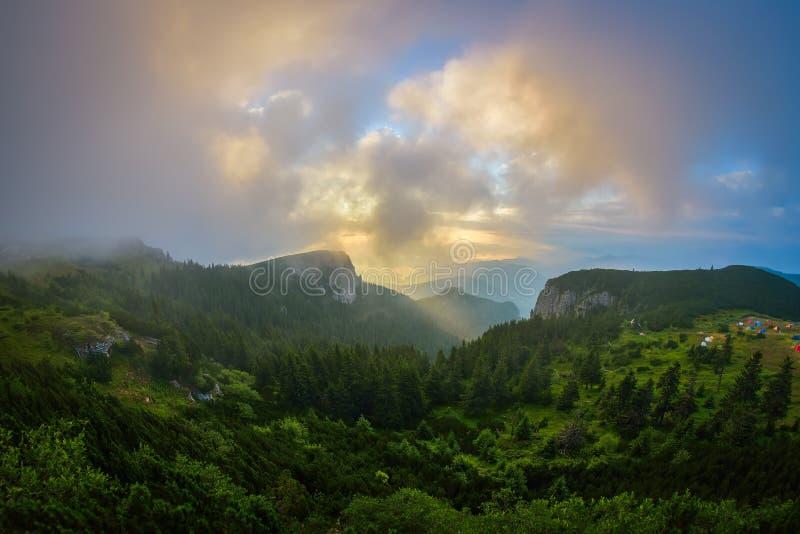 在Ceahlau山的美好的日出,罗马尼亚 免版税图库摄影