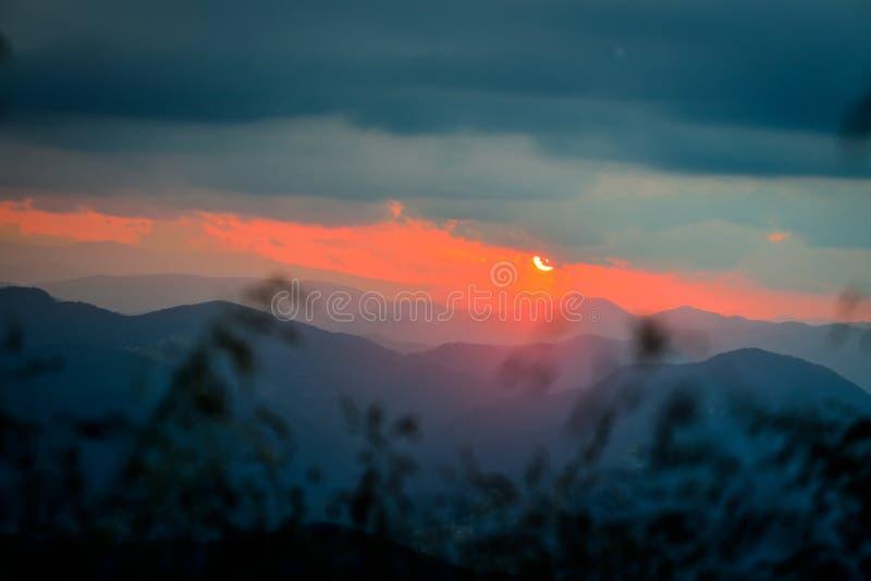在Ceahlau山的美好的日落,罗马尼亚 库存图片