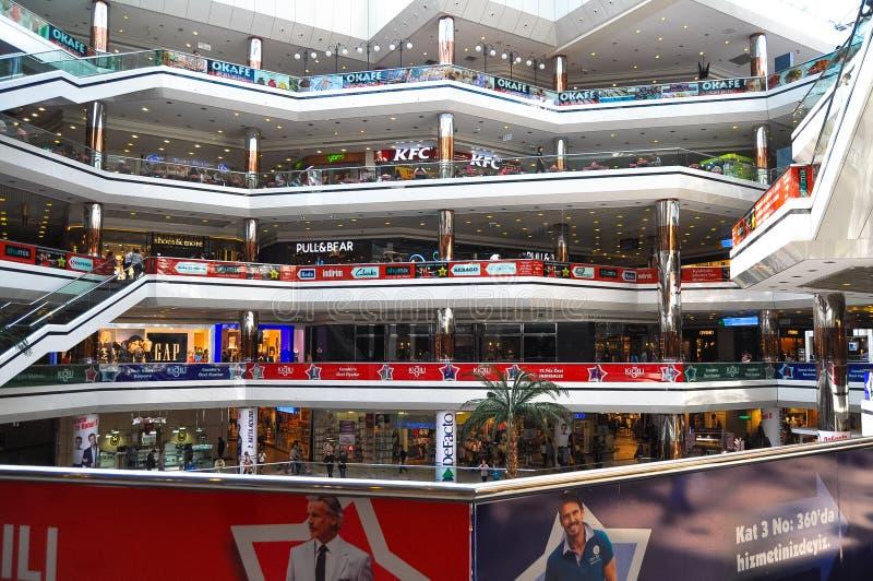 在Cevahir购物中心里面在伊斯坦布尔,土耳其 免版税库存图片