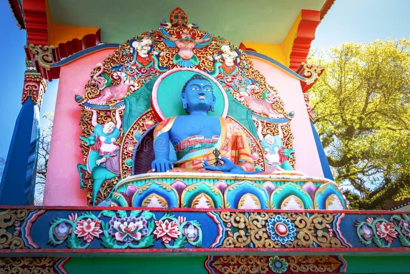 在Chagdud Gonpa Khadro石楠佛教寺庙-特雷斯Coroas,南里奥格兰德州,巴西的Akshobhya菩萨雕象 免版税库存图片