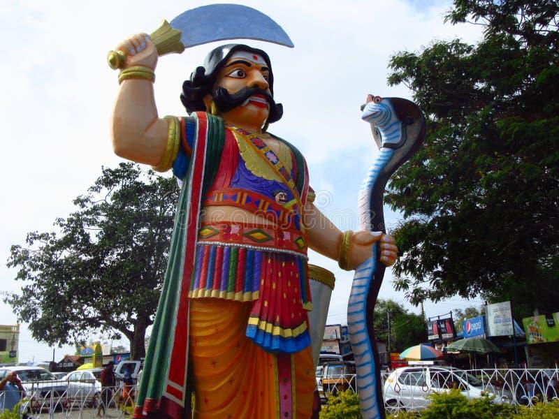 在Chamundi小山的Mahishasura雕象在迈索尔 免版税库存照片