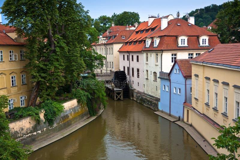 在Chertovka河的老布拉格waternill轮子 库存图片