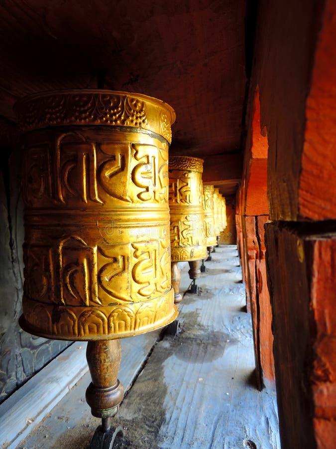 在Chimi Lhakhang,不丹的地藏车 免版税库存照片