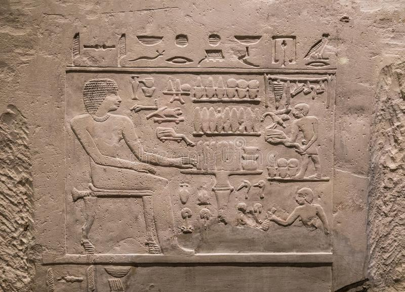 在Chnum寺庙的古老石安心在埃及 免版税库存图片