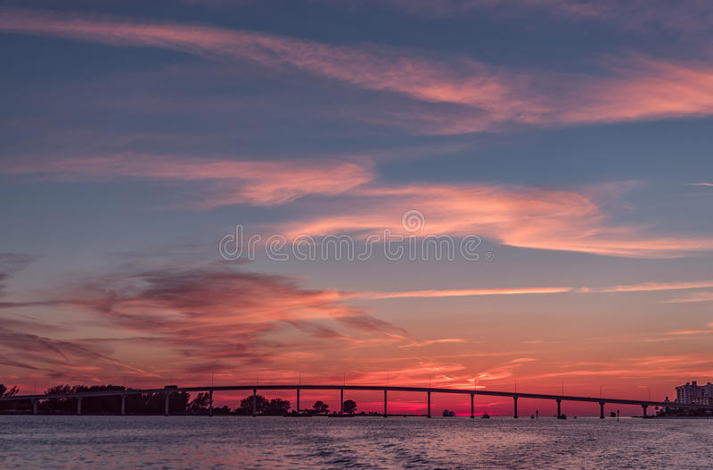 在Clearwater海滩,佛罗里达的日落 风景 海湾墨西哥 都市风景 库存图片