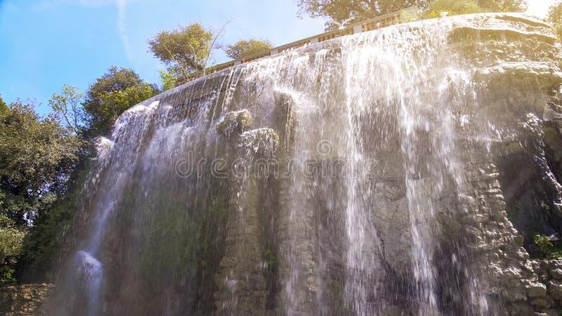 在Colline在尼斯,美好的自然,法国地标的du Chateau的瀑布 图库摄影