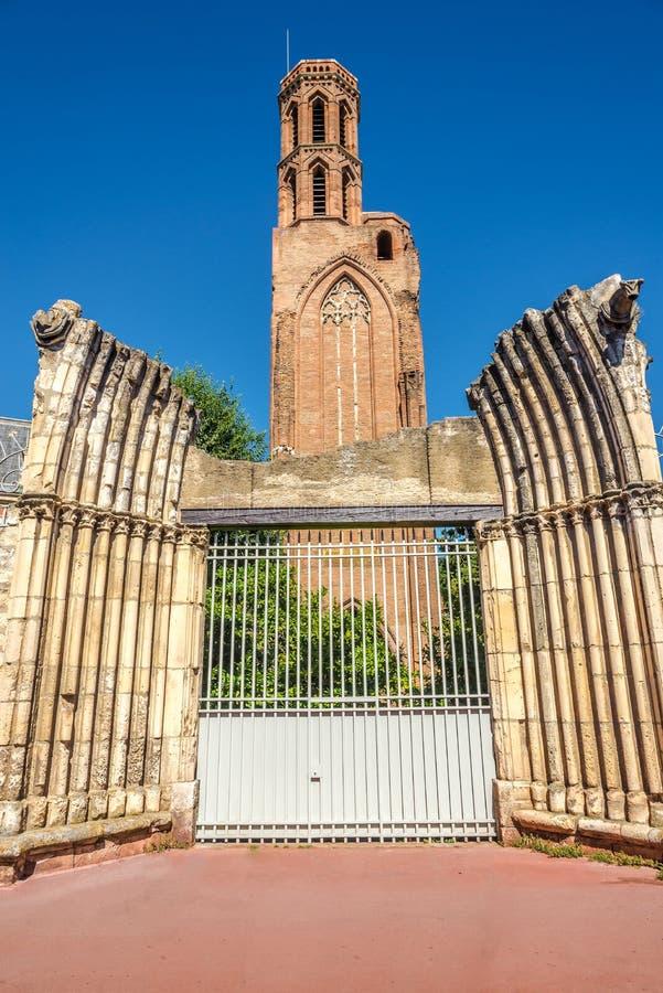 在Cordeliers废墟教会的看法在图卢兹-法国 库存照片