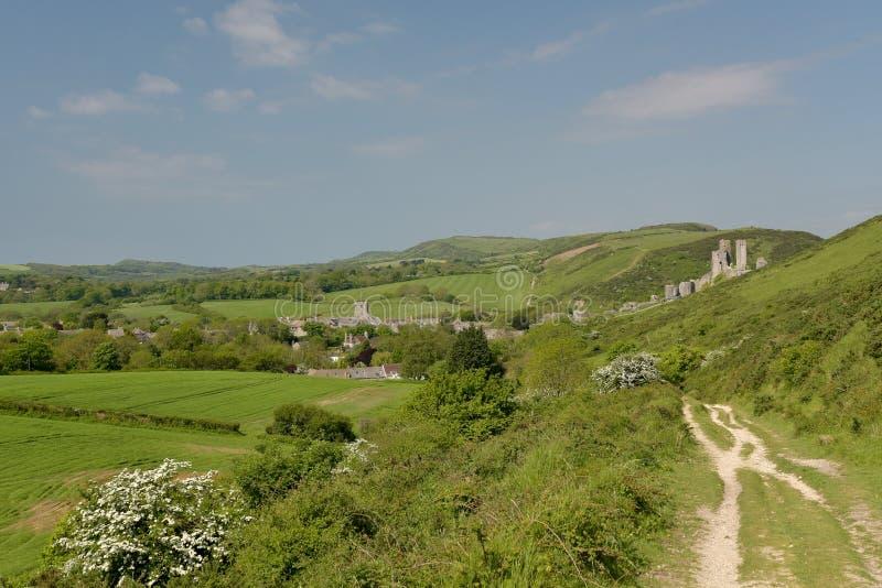 在Corfe城堡上的里奇道路 库存照片