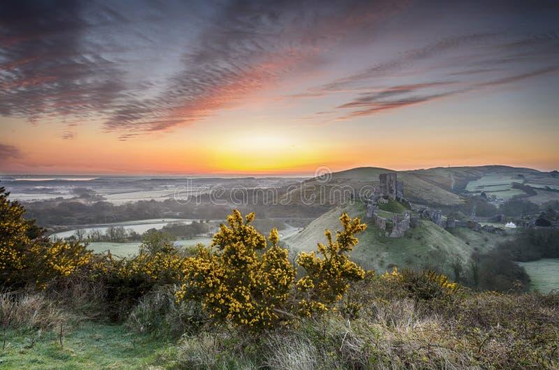 在Corfe城堡的日出 库存图片