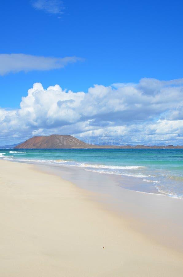 在Corralejo -费埃特文图拉岛-加那利群岛的海滩 免版税图库摄影
