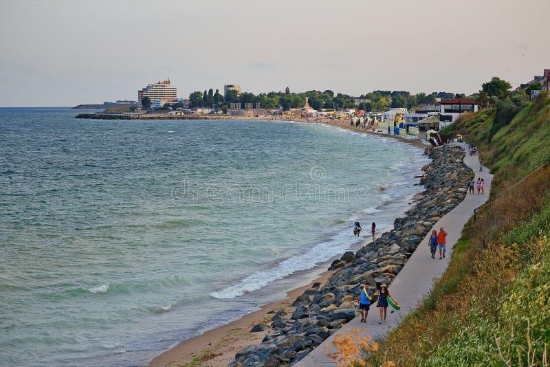 在Costinesti海滩,康斯坦察,罗马尼亚的美丽的长的峭壁 免版税库存照片