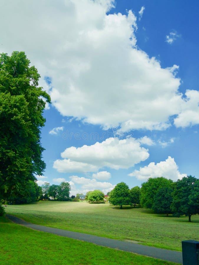 在cotswold乡下的大云彩 免版税库存照片