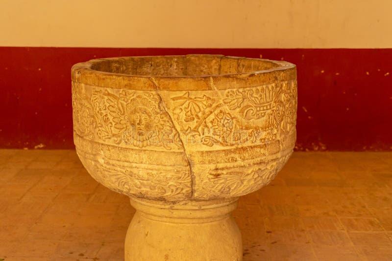 在covent的Cuilapam,墨西哥的老罐 免版税库存照片