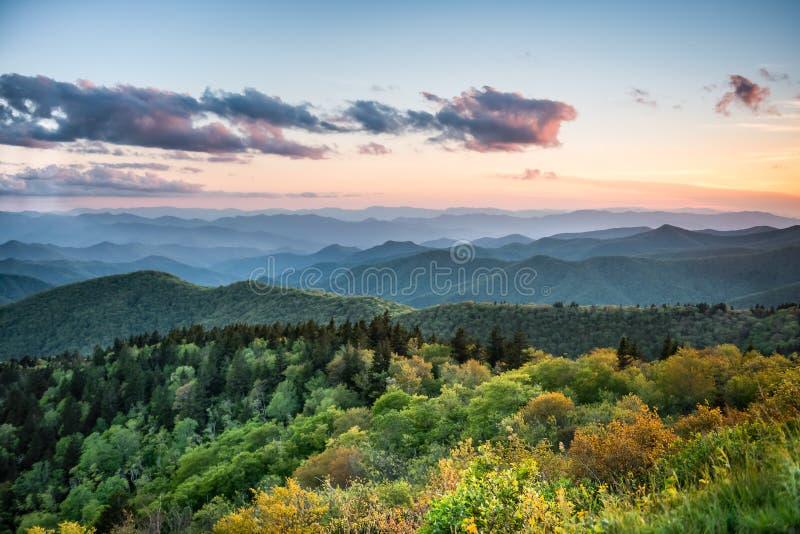 在Cowee的日落在蓝岭山行车通道俯视 免版税库存图片