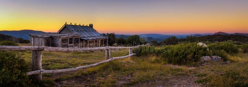 在Craigs小屋上的日落在维多利亚女王时代的阿尔卑斯,澳大利亚 免版税库存图片