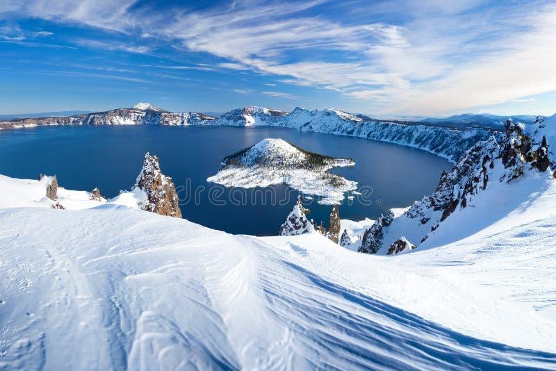 在Crater湖火山的冬天场面 库存照片