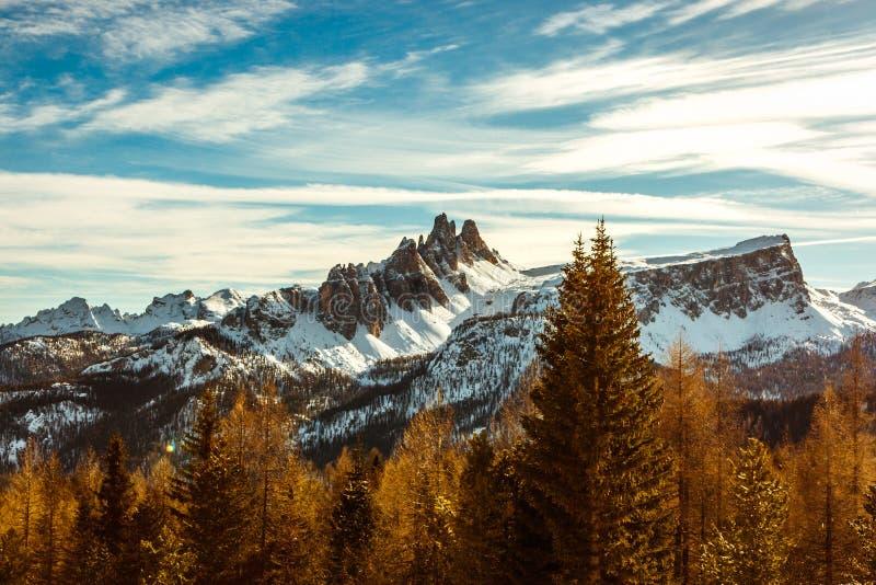 在Croda的日落在冬天,肾上腺皮质激素D `安佩佐,意大利 库存图片