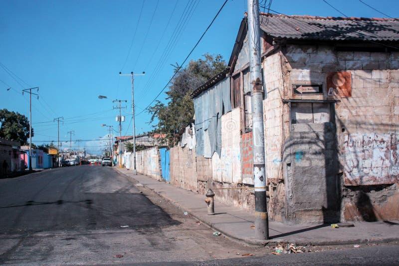 在cumana的典型的恶劣的街道 免版税库存图片