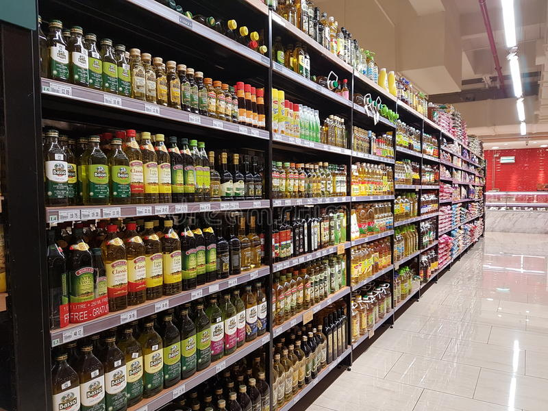 在DA人超级市场, Subang USJ,雪兰莪,马来西亚的杂货材料 免版税库存照片