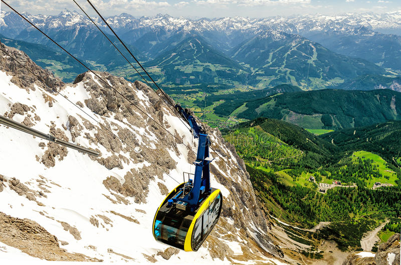 在Dachstein冰川的缆车 免版税库存照片