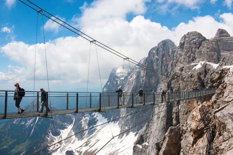 在Dachstein和看法高山山峰顶  图库摄影