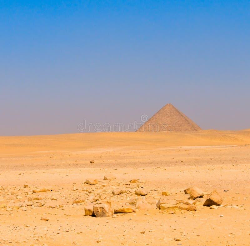 在Dahshur的红色金字塔,开罗,埃及 免版税库存照片