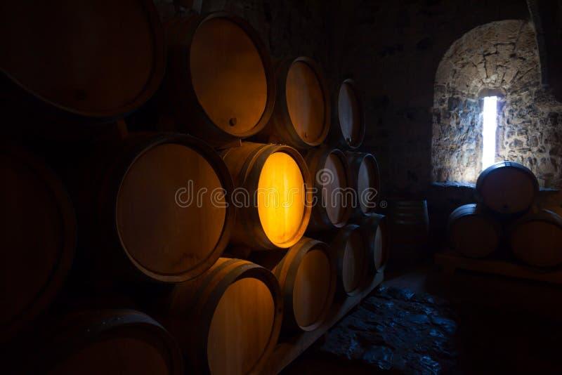 在dangeon的葡萄酒桶 库存照片